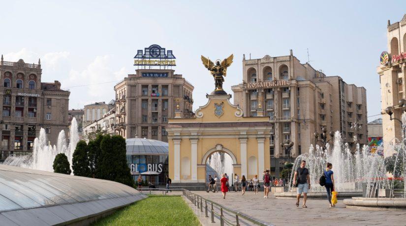 Эвакуированных с Бали и Катара украинцев разместили в отеле на Майдане