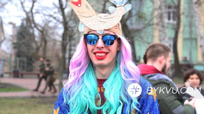 Песни Бейонсе и Леди Гага. Как прокололись феминистки в Киеве