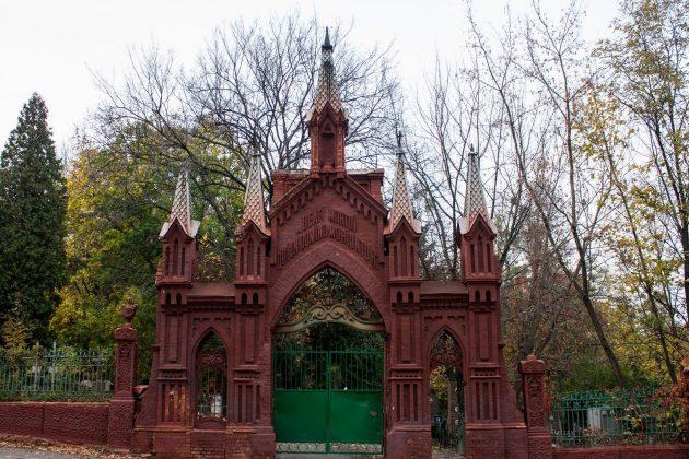 Всі кладовища міста зачиняють – відома нова дата поминання