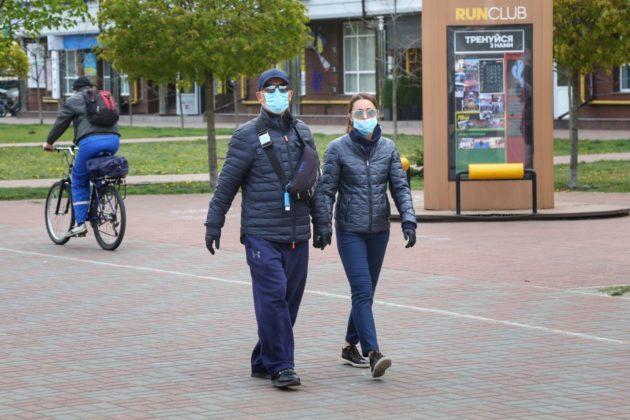 Цієї доби до лікарні з коронавірусом потрапили 3,5 тисяч українців, померли майже 400