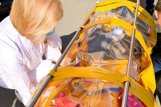 Капсула. Головлікар Олександівської лікарні показала суперзахист медиків від коронавірусу (ФОТО)