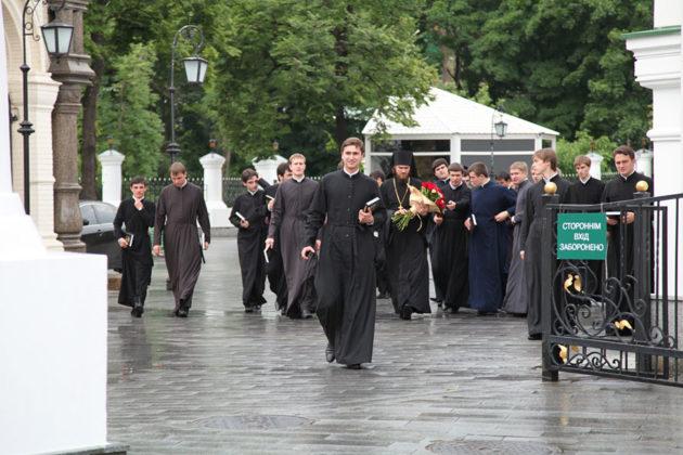 COVID-19 у Києві: 32 нових випадки, з них 20 – семінаристи Лаври
