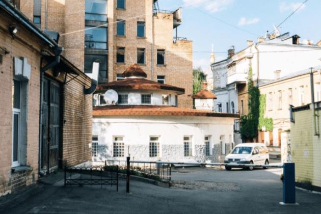 """Будівля-циліндр на Рейтарській стане """"місцем для зустрічі і насолоди їжею"""" (ПРОЄКТ)"""