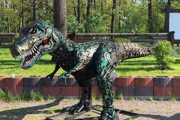 У Бучанському парку металевих скульптур з'явились екзотичні новосели