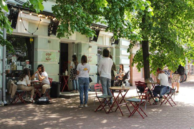 Кияни пропонують заборонити ресторани та кафе у житлових будинках