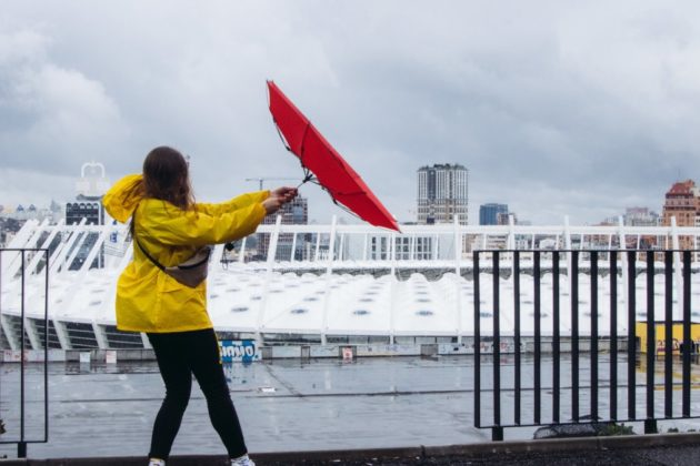Дощ і штормовий вітер – киян попереджають про небезпеку