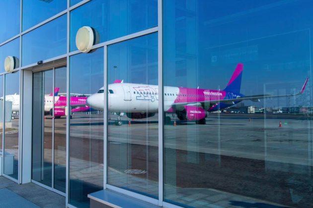 """Які авіаперевізники першими відновлять польоти з аеропорту """"Київ"""""""