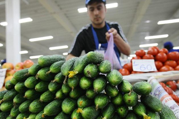 Чому огірки в київських магазинах дорожчі за апельсини – експерт