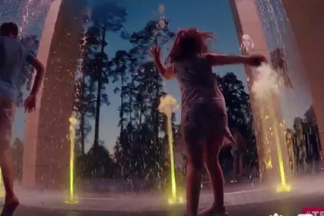 """Можна і накупатись, і намилуватись – як працює новий фонтан у парку """"Партизанська слава"""""""
