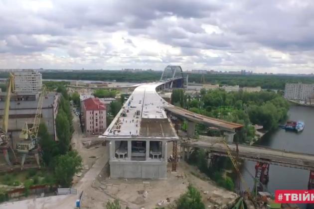 На арці Подільсько-Воскресенського мосту почали встановлювати ванти