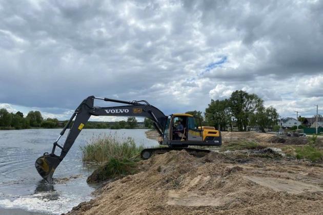 У Гостомелі відроджують Центральне озеро. Довкола нього створять парк