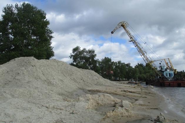 Відпочинок буде приємним: на столичних пляжах підсипають новий пісок