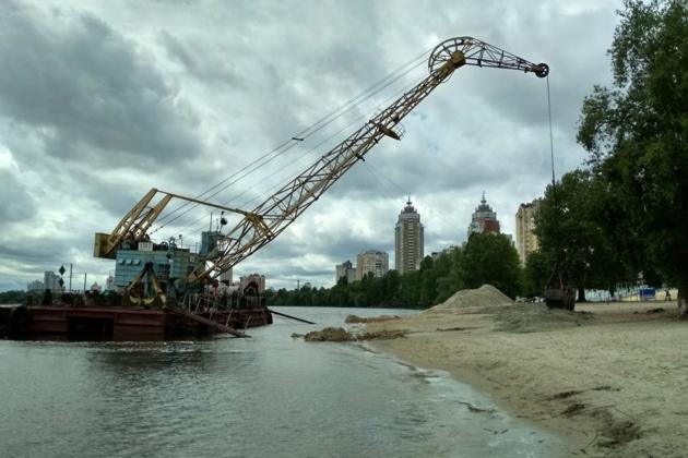 """""""Заробив""""на столичному майні: підприємець продав піску на понад 2,6 млн грн"""