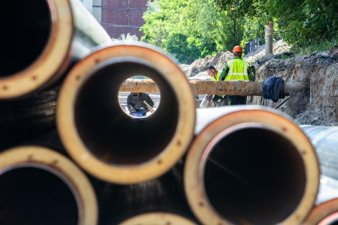 Аварій стане менше: на проспекті Глушкова міняють 3 км іржавих труб