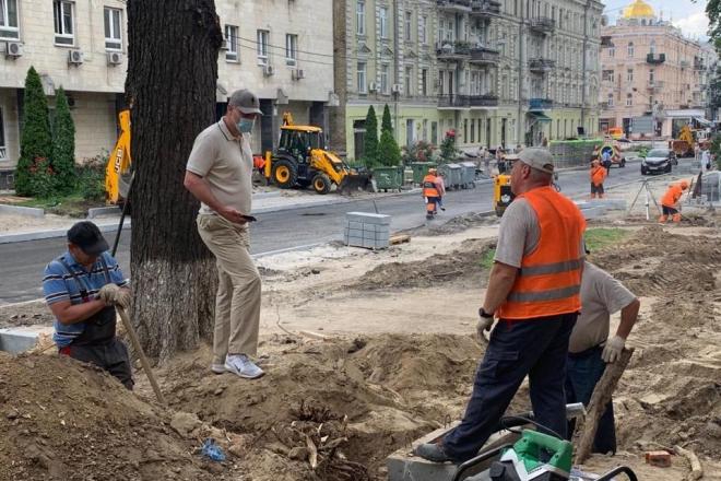 Велосмуга та зона для паркування авто – оновлення історичної вулиці Франка