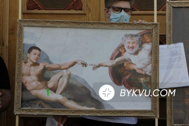 Порошенко приїхав на допит у ДБР з карикатурами на Зеленського (ФОТО)