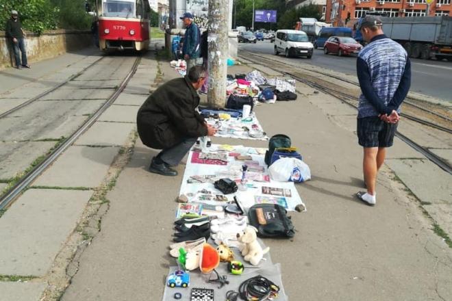 Блошиний ринок знову окупував Петропавлівську площу – комунальники відреагували миттєво