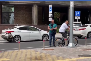 Дубінський пересів на велосипед. Правда, лише для відео