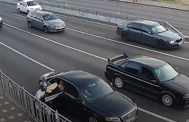 Нетипове ДТП сталося у Києві (ВІДЕО)