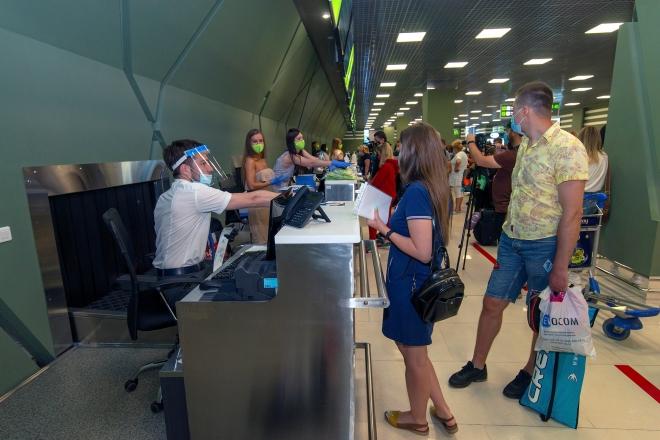 """В аеропорту """"Київ"""" пасажири можуть пройти тест на коронавірус – вартість"""