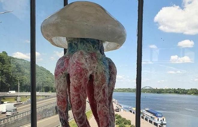 """На станції метро """"Дніпро"""" з'явиться медуза в зріст людини"""