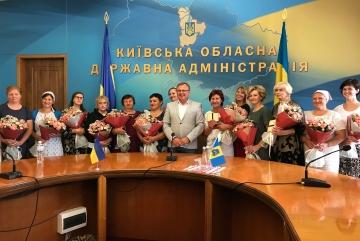 """14 жінкам Київщини вручили відзнаки """"Мати-героїня"""""""
