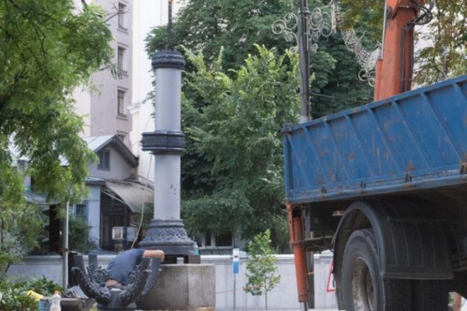 Перший історичний ліхтар повернули в Маріїнський парк – його відреставрували волонтери