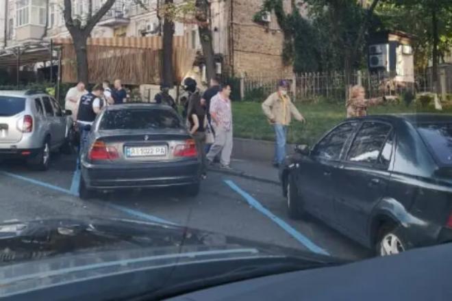 """В ресторан """"Велюр"""" Тищенка нагрянули правоохоронці (ФОТО)"""