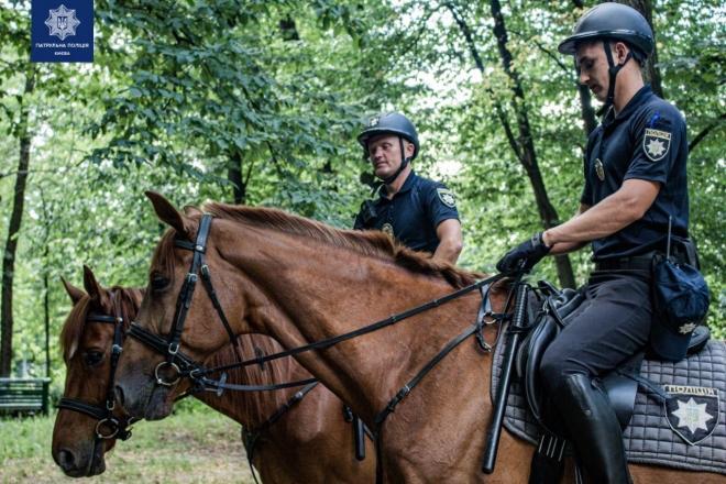 Кавалерія почала патрулювати лісопаркові зони столиці (ФОТО)