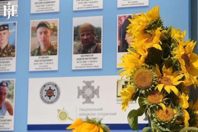Їх вже 4500. У Києві оновили Стіну Пам'яті полеглих захисників України