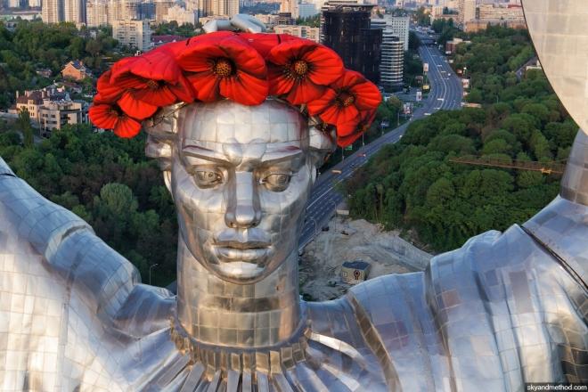 """Міст Патона, пам'ятник Щорсу, Батьківщину-матір хочуть декомунізувати """"цивілізовано"""""""