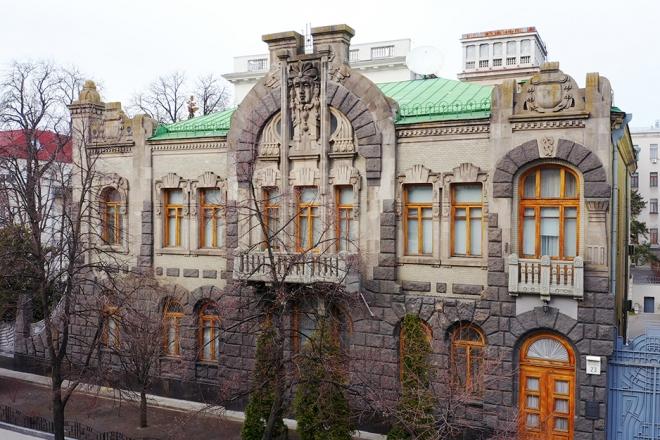 """""""Дім вдови, що плаче"""" та інші. 90 історичних будівель захистили охоронними договорами"""