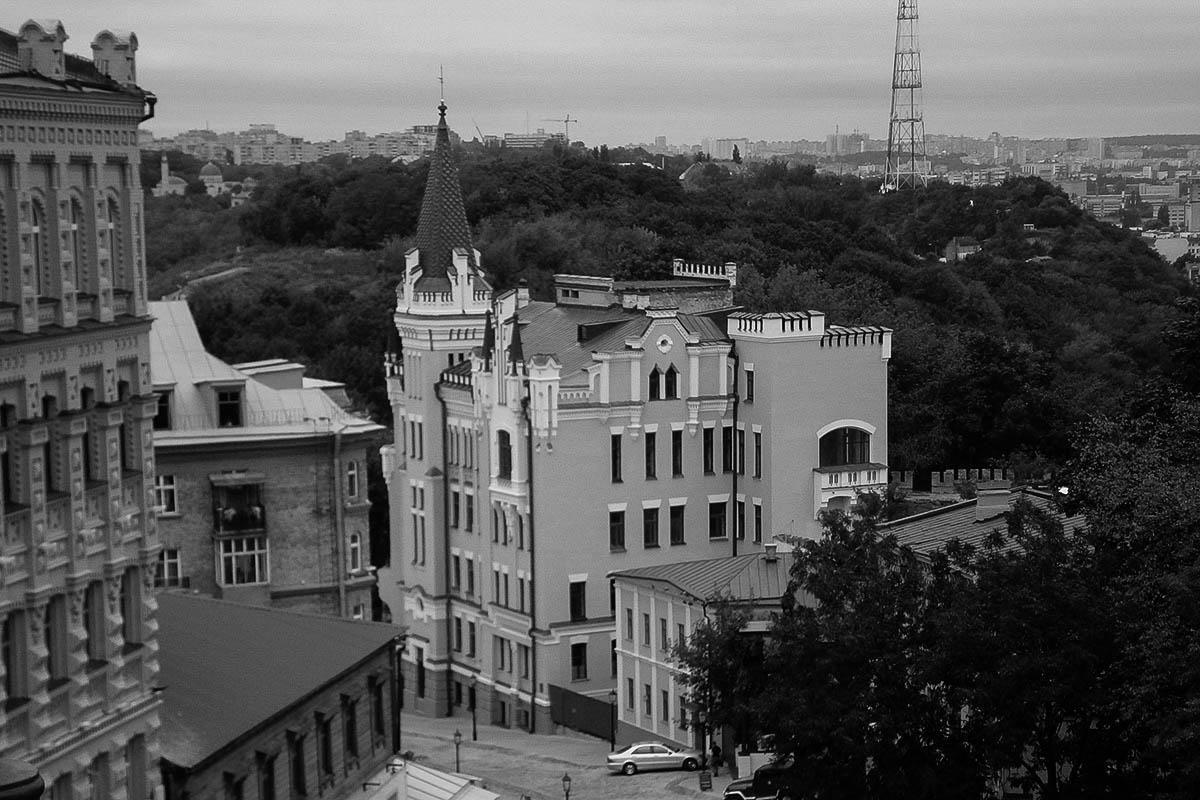 Легенди київських домі — київські легенді – Будинок з химерами – Будинок з котами – Дім плачучої вдови – Замок Річарда