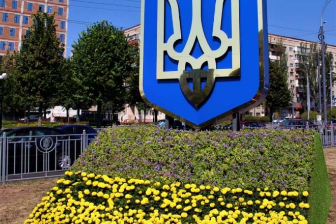 На Солом'янці створили патріотичну інсталяцію з квітів