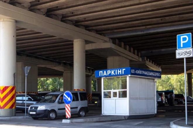 Залишити авто на перехоплюючому паркінгу можна вже біля трьох станцій метро