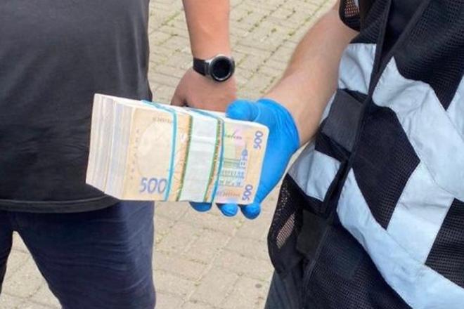 На хабарі 200 тис грн схопили чиновника Київської облдержадміністрації
