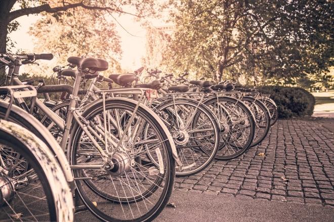 Біля шкіл та гімназій з'явиться майже 500 велостійок