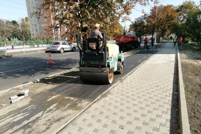 На Солом'янці знищили велодоріжку і тротуар. Це все заради з'їзду но новобудови