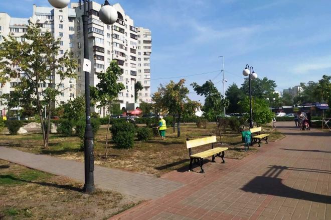 """Засяє новим світлом: у парку """"Позняки"""" змонтують сучасне освітлення і систему поливу"""