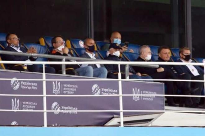 """Вибірковий карантин. Депутатів від """"Слуги народу"""" і ОПЗЖ помітили на футбольному матчі"""