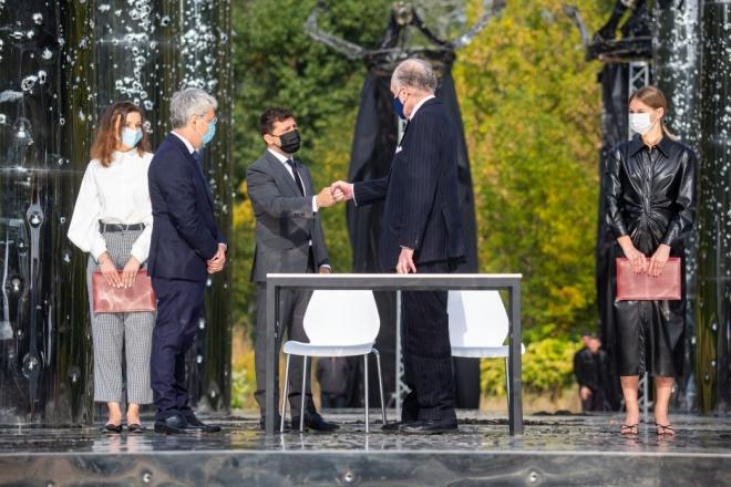 Президент вшанував пам'ять жертв Бабиного Яру та відкрив аудіовізуальну інсталяцію (ФОТО, ВІДЕО)
