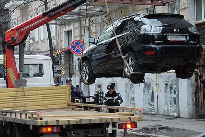 Майже 4 тисячі водіїв порушили правила паркування за 3 тижні