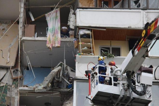 Демонтаж пошкодженого вибухом будинку на Позняках – що буде з речами мешканців