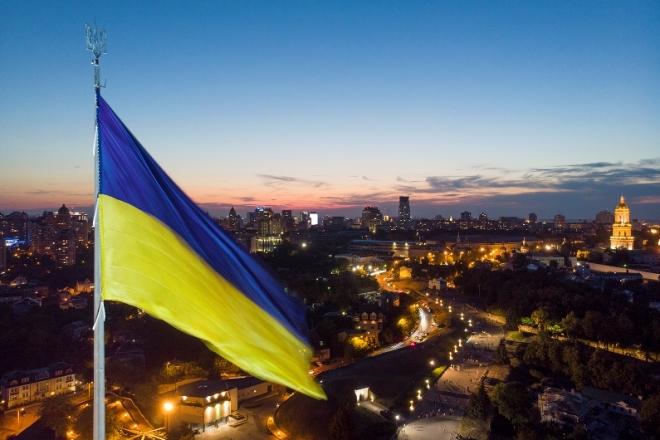 Полотнище найбільшого прапора будуть міняти залежно від пори року (ФОТО)