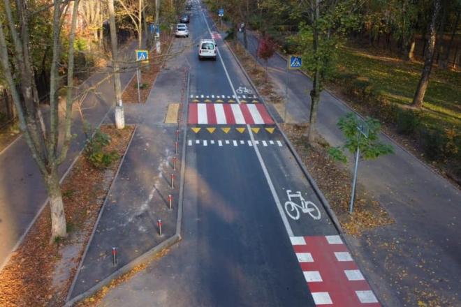 На вулиці Білецького – нова велосмуга. Подбали тут також про пішоходів і автомобілістів
