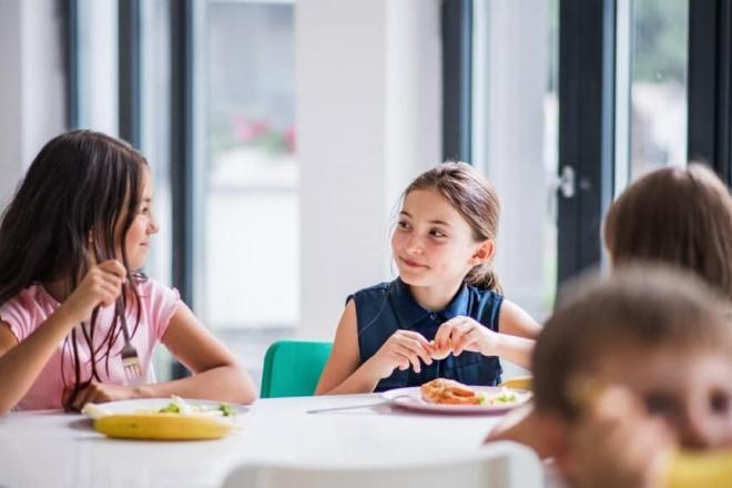 Нові рецепти та double-меню – у 280 школах Київщини оновили стандарти харчування