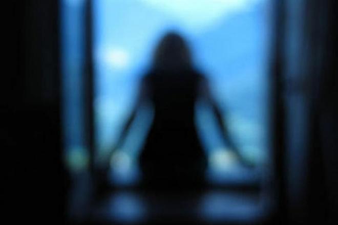 У Дарницькому районі 15-річна дівчина вистрибнула з вікна