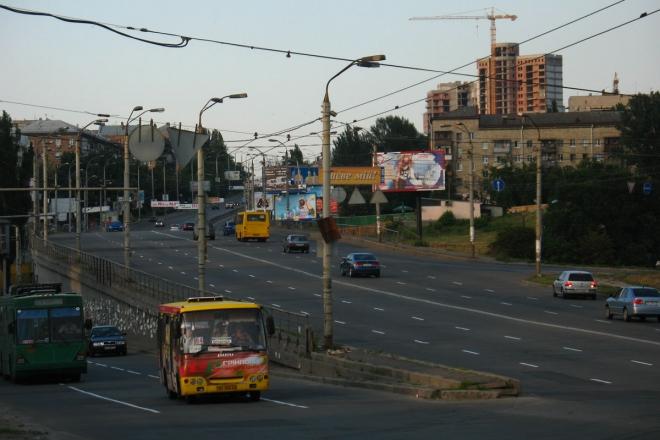На бульварі Дружби народів обмежили рух транспорту