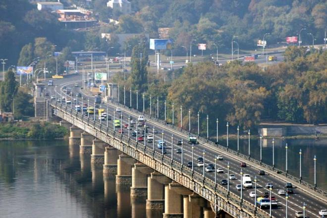 На з'їздах з мосту Патона на Дніпровську Набережну обмежать рух