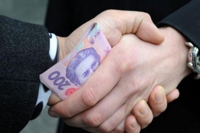 На гіляку. Українці вимагають ввести смертну кару за хабарі